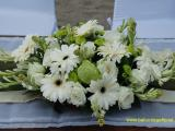altar table flower mix rose gerbera
