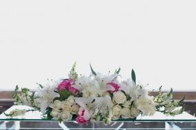 Altar table flower mix white rose and casa blanca